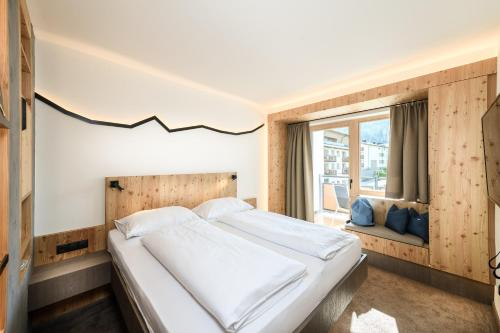A bed or beds in a room at Funsport-, Bike- & Skihotelanlage Tauernhof
