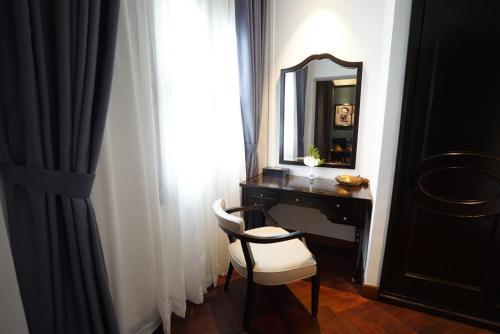 A bathroom at Hotel Majestic Saigon
