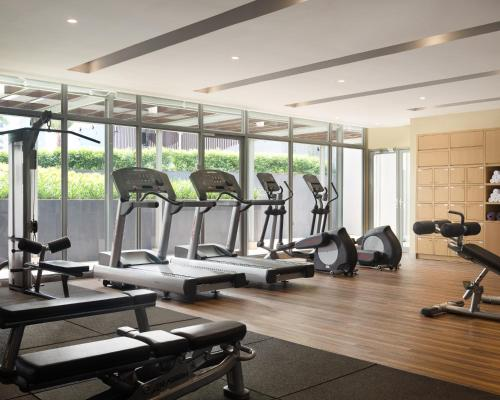 The fitness centre and/or fitness facilities at Holiday Inn & Suites Jakarta Gajah Mada, an IHG Hotel