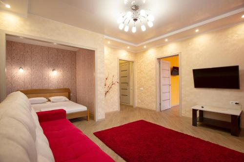Кровать или кровати в номере Apartment on Vodopyanova, 2a by KrasStalker