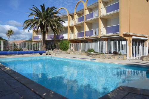 The swimming pool at or close to Hotel Albizzia