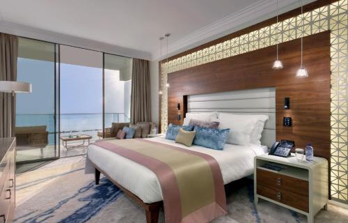 Кровать или кровати в номере Amavi Hotel, MadeForTwo