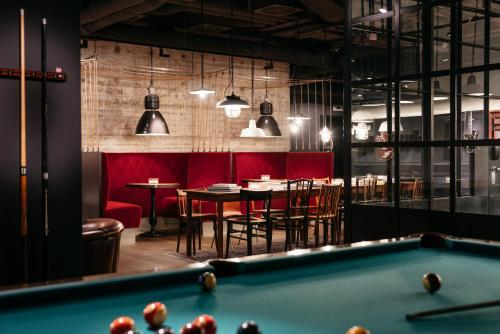 A pool table at Ruby Leni Hotel Dusseldorf