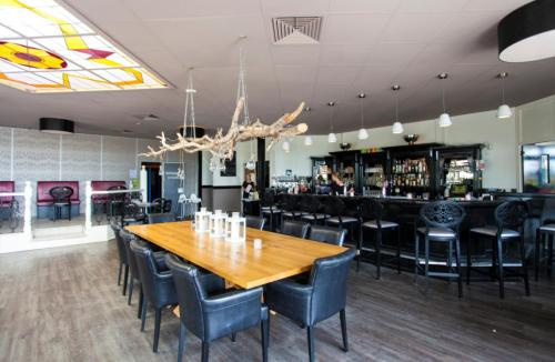 A restaurant or other place to eat at WH Comfort 3 personen