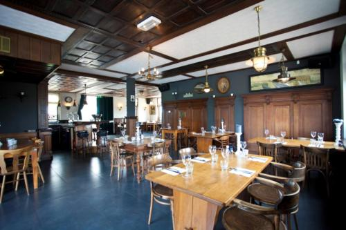 A restaurant or other place to eat at WK Comfort 5 personen