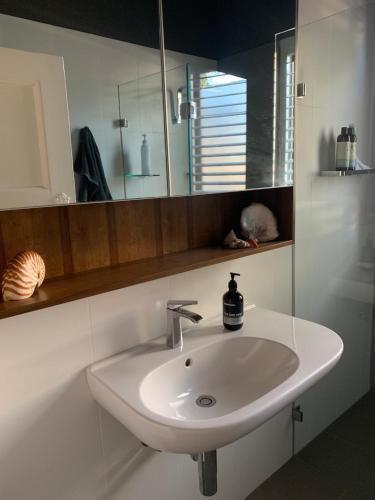 A bathroom at Frangipani House Cooks Hill