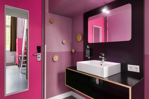 Salle de bains dans l'établissement Stayokay Hostel Amsterdam Oost
