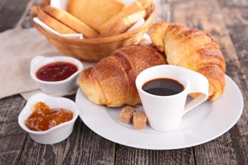 Breakfast options available to guests at Albergo Villamarina