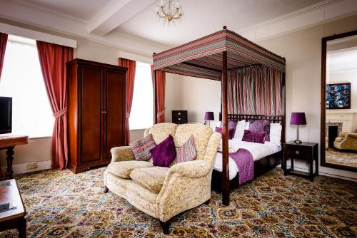 A bed or beds in a room at Mangreen Country House