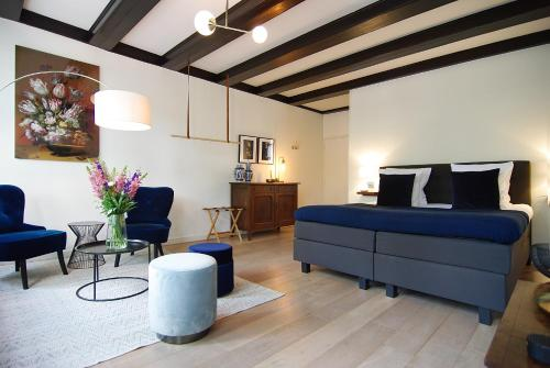 1637: Historic Canal View Suites
