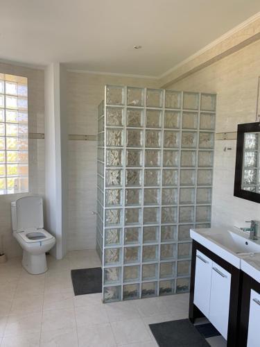 A bathroom at La Cer