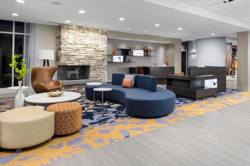 The lobby or reception area at Fairfield Inn & Suites by Marriott Charlotte Pineville/Ballantyne