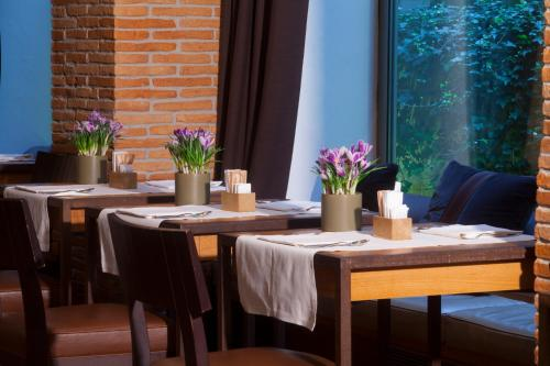 A restaurant or other place to eat at Starhotels Tuscany