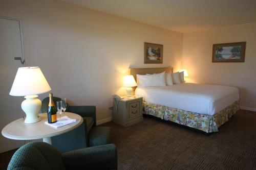 A bed or beds in a room at Sandcastle Resort at Lido Beach