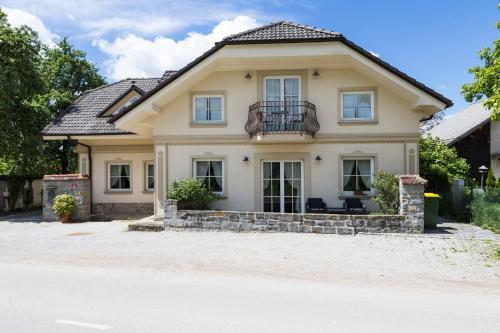 Guesthouse & Apartments PRI STANI pozimi