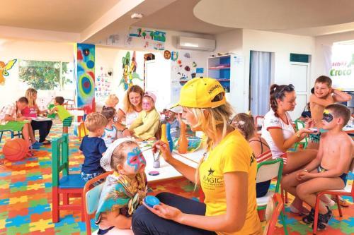 Kinderen die verblijven bij Splash World Venus Beach