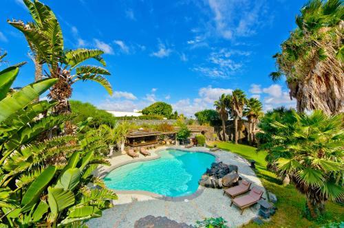 Uitzicht op het zwembad bij Casa Tomarén of in de buurt
