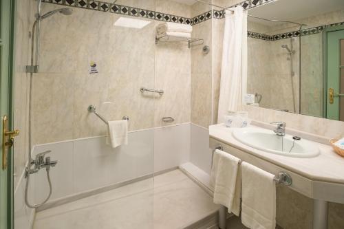 Ett badrum på Hotel Angela - Adults Recommended