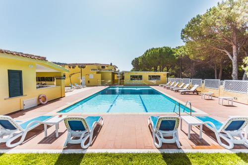 The swimming pool at or near Fiore Di Maggio
