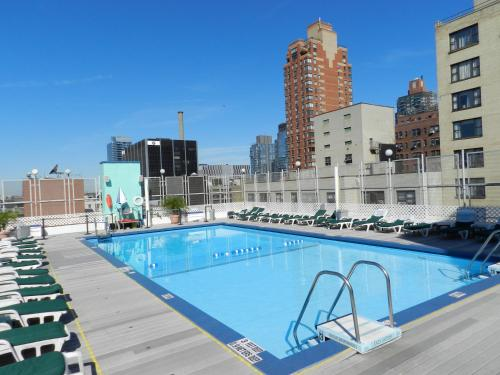 Bazén v ubytovaní The Watson Hotel alebo v jeho blízkosti