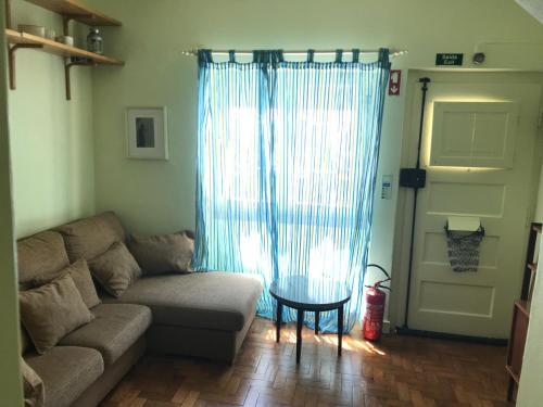A seating area at A casa do bairro