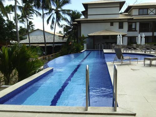 The swimming pool at or close to Apartamento Enseada Praia do Forte