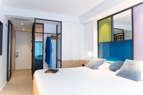 Een bed of bedden in een kamer bij Hotel Nelson