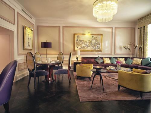 Um restaurante ou outro lugar para comer em Grand Hotel Europe, A Belmond Hotel, St Petersburg