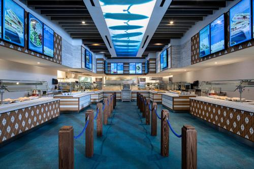 A restaurant or other place to eat at Universal's Endless Summer Resort - Surfside Inn and Suites