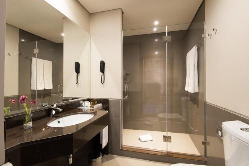 A bathroom at Vila Gale Collection Elvas