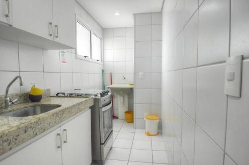 A kitchen or kitchenette at Apartamentos Verano