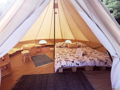 Postelja oz. postelje v sobi nastanitve ECO River Camp