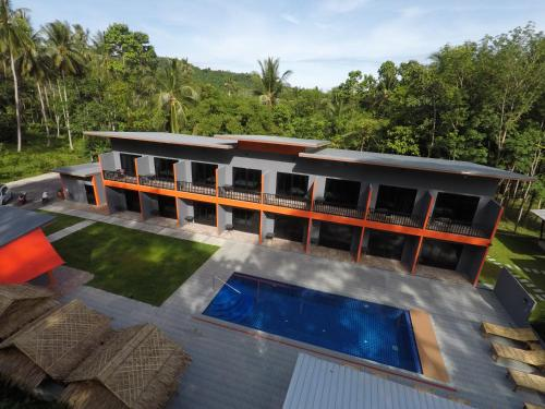 A view of the pool at Samui Hills or nearby