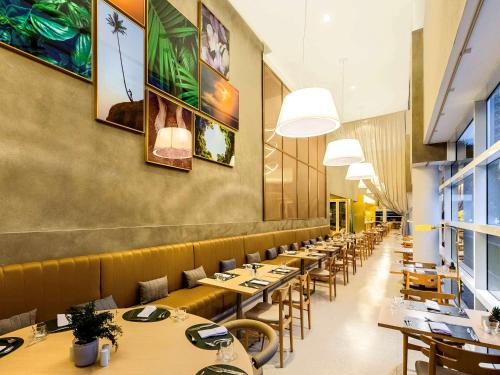 A restaurant or other place to eat at Grand Mercure Sao Paulo Vila Olimpia