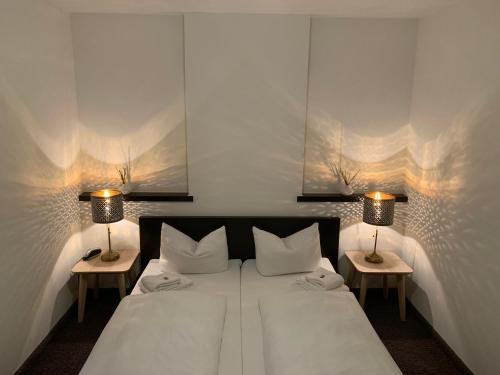 Кровать или кровати в номере Hotel Augsburg Langemarck
