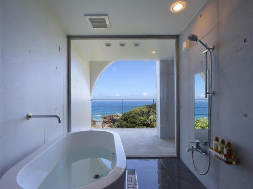 Salle de bains dans l'établissement THE HOTEL YAKUSHIMA ocean & forest