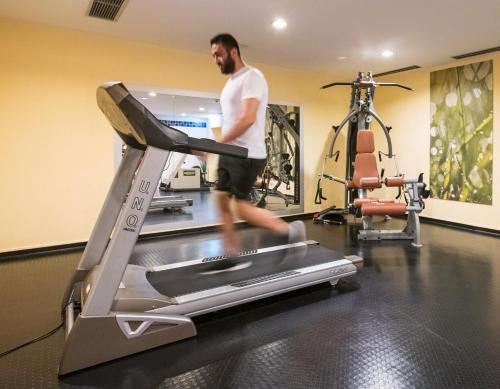 The fitness center and/or fitness facilities at Flemings Express Hotel Wuppertal
