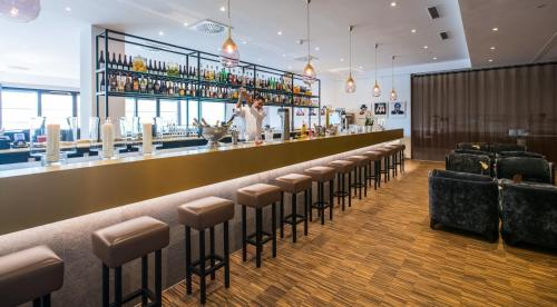 The lounge or bar area at Flemings Express Hotel Wuppertal