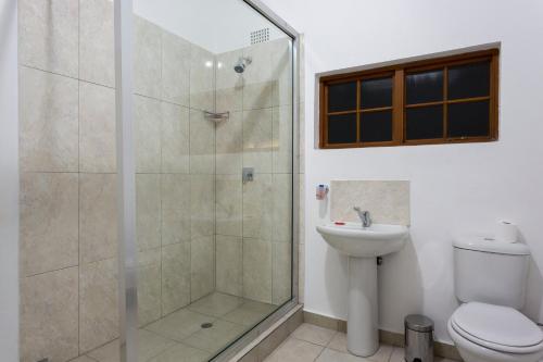 A bathroom at Mokorro Hotel