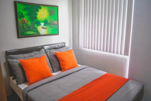 A bed or beds in a room at Butler's BnB @ Trees Residences QC Phil