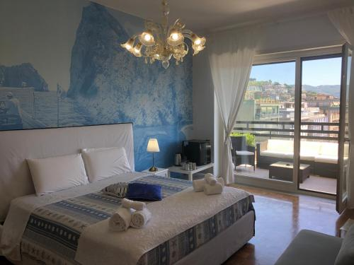 A bed or beds in a room at Mareluna Penthouse - Luxury Suites