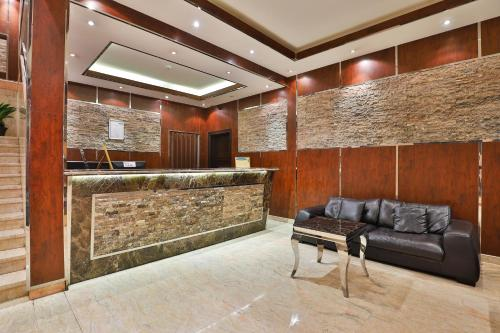 O saguão ou recepção de قصر اليمامة للاجنحة الفندقية-فرع السلام