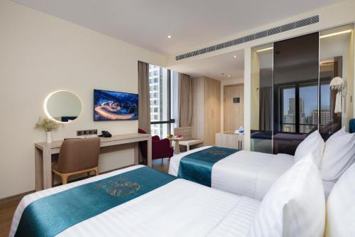 Кровать или кровати в номере The Art Nest Hotel Nha Trang