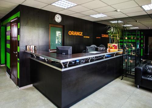 Лобби или стойка регистрации в Orange Hotel