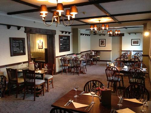 A restaurant or other place to eat at Beverley Inn & Hotel