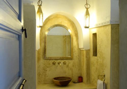 A bathroom at Riad Ariha