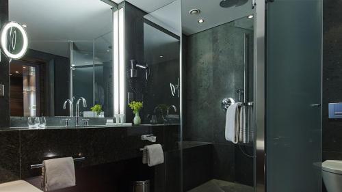 A bathroom at Kempinski Hotel Berchtesgaden