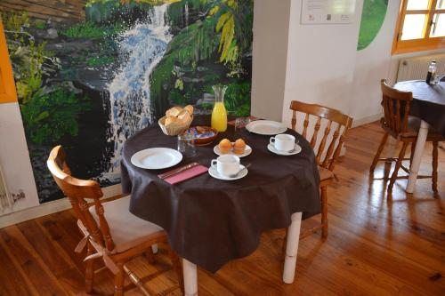 Un restaurante o sitio para comer en Posada Hoyos de Iregua