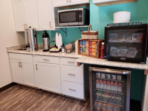 Cucina o angolo cottura di Beach Bum Inn