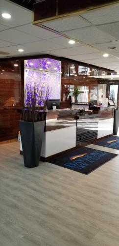 The lobby or reception area at Baymont by Wyndham Montreal Airport